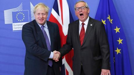 Großbritanniens Premierminister Boris Johnson (l) und EU-Kommissionspräsident Jean-Claude Juncker.