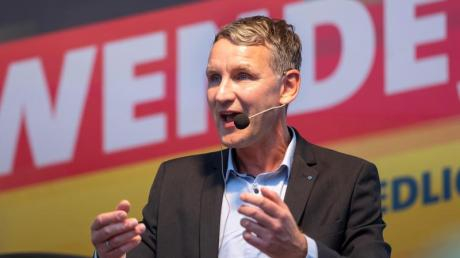 Björn Höcke, AfD-Spitzenkandidat für die Landtagswahl in Thüringen und Wortführer des rechtsnationalen AfD-Flügels, spricht in Bad Langensalza. Foto: Michael Reichel/dpa