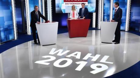 Bodo Ramelow (l, Die Linke), Ministerpräsident von Thüringen, und Mike Mohring (r), CDU-Landes- und Fraktionschef, stehen sich am 14. Oktober beim «Thüringen-Duell» in Erfurt gegenüber.