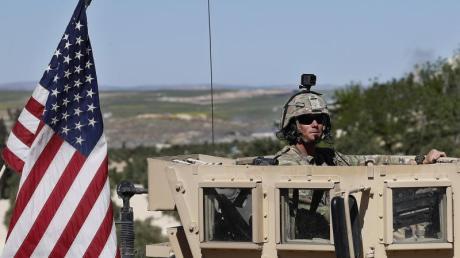 Ein US-Soldat im Frühjahr 2018 an einer Frontlinie inSyrien. Foto: Hussein Malla/AP/dpa