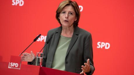 Malu Dreyer Mitte September in Berlin. Die kommissarische SPD-Chefin hält auch Wirtschaftssanktionen gegen die Türkei für möglich. Foto: Bernd von Jutrczenka/dpa
