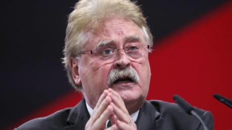 CDU-Außenexperte Elmar Brok spricht sich - unter Umständen - für Euro-Bonds aus.