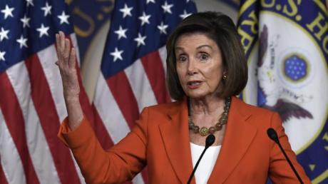 Nächste Stufe im Impeachment-Verfahren gezündet: Die demokratische Trump-Gegenspielerin Nancy Pelosi bei einer Pressekonferenz in Washington. Foto: Susan Walsh/AP/dpa