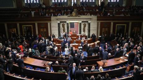 Erstmals seit Beginn der Ermittlungen für ein mögliches Amtsenthebungsverfahren hat sich das Repräsentantenhaus in einem förmlichen Beschluss hinter die Untersuchungen gestellt. Foto: Andrew Harnik/AP/dpa