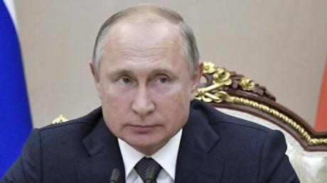 Russlands Präsident Wladimir Putin hat ein Gesetz zur Kontrolle über das Internet unterzeichnet. Foto: Alexei Nikolsky/Pool Sputnik Kremlin/dpa