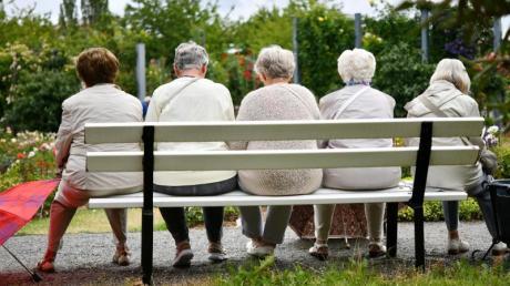 Vorgesehen ist, dass alle, die 35 Jahre an Beitragszeiten aufweisen, eine Rente zehn Prozent oberhalb der Grundsicherung bekommen.