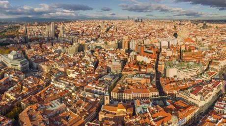 Blick auf Madrid. Die spanische Regierung hat die Stadt als Austragungsort der nächsten Weltklimakonferenz angeboten. Foto: Airpano Llc/Zuma Press/dpa