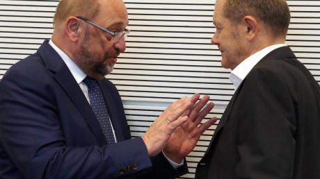 Einstige Rivalen: Martin Schulz (l), jetzt einfacher Abgeordneter, und Vizekanzler Olaf Scholz.