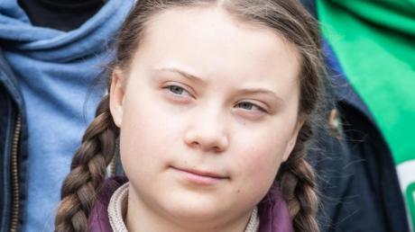 Die Umweltaktivistin Greta Thunberg nimmt zusammen mit Schülern an der Klimademonstration «Fridays for Future» teil. Foto: Michael Kappeler/dpa/Archiv
