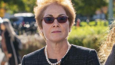 Marie Yovanovitch, die frühere US-Botschafterin in der Ukraine, auf dem Weg zu einer Anhörung im Repräsentantenhaus. Foto: J. Scott Applewhite/AP/dpa
