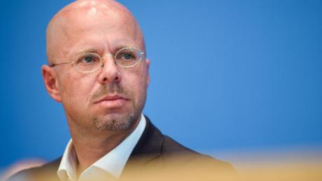 Brandenburgs AfD-Landeschef Andreas Kalbitz wurde in seiner Zeit bei der Bundeswehr vom Militärischen Abschirmdienst (MAD) zu rechtsextremistischen Bestrebungen befragt. Foto: Gregor Fischer/dpa