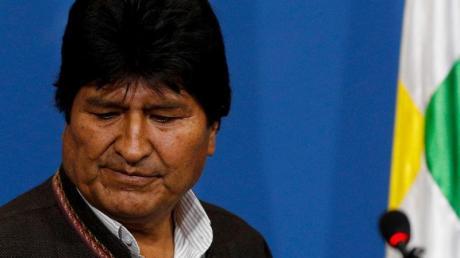 Evo Morales am Sonntag während einer Pressekonferenz in La Paz. Foto: Juan Karita/AP/dpa
