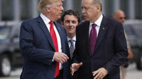 Haben zahlreiche Streitpunkte zu besprechen: US-Präsident Donald Trump (l) und sein türkischer Kollege Recep Tayyip Erdogan. Foto: Pablo Martinez Monsivais/AP/dpa