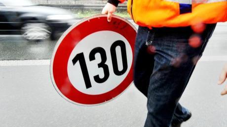 Die Grünen fordern erneut ein Tempolimit von 130 Kilometern pro Stunde auf Autobahnen.