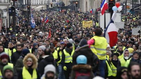 Zur Hochzeit der «Gelbwesten»-Demonstrationen waren Hunderttausende auf den Straßen. Foto: Thibault Camus/AP/dpa