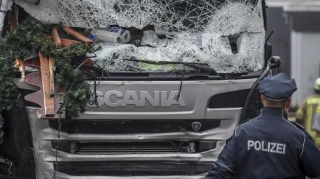 Todes-Lkw:Der von Anis Amri gekaperte Sattelschlepper nach dem Anschlag.