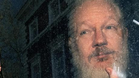 Julian Assange vor einem Gerichtstermin im April.