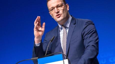Bundesgesundheitsminister Jens Spahn spricht auf dem CDU-Landesparteitag im schleswig-holsteinischen Neumünster. Foto: Markus Scholz/dpa