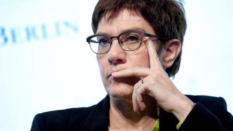 CDU-Chefin Annegret Kramp-Karrenbauer: «Der Koalitionsvertrag gilt». Foto: Britta Pedersen/dpa-Zentralbild/dpa