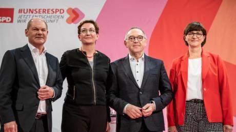 Olaf Scholz (l) tritt mit Klara Geywitz gegen Saskia Esken (r) und Norbert Walter-Borjans (2.v.r) an. Foto: Michael Kappeler/dpa