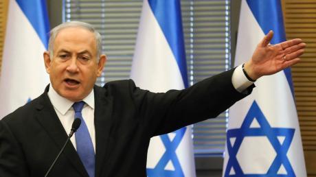 Benjamin Netanjahu wehrt sich gegen die Korruptionsanklage der Staatsanwaltschaft, verlangt sogar eine offizielle Untersuchung der Ermittlungen. Zurücktreten will der israelische Premier nicht.
