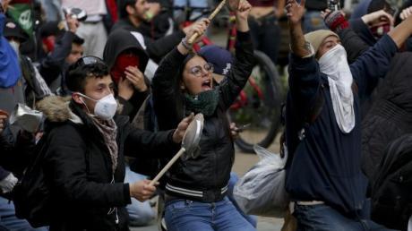 Regierungskritische Demonstranten versammeln sich in der Innenstadt von Bogota.