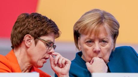 CDU-Chefin Kramp-Karrenbauer und Kanzlerin Merkel beim 32. CDU-Bundesparteitag in Leipzig.