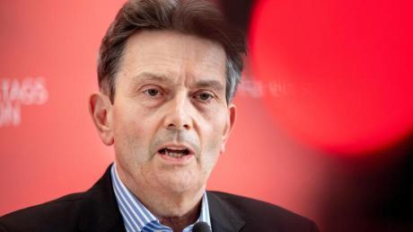 SPD-Fraktionschef Mützenich zur Verringerung vonRüstungsexporten: «Damit machen wir keinem das Leben schwer, sondern wir schützen Menschen.».