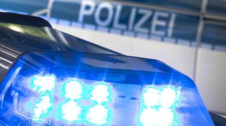 «Stoppt Ende Gelände»: Nach dem Posieren vor diesem aufgesprühten Slogan dürfen neun Bereitschaftspolizisten nicht mehr am Großeinsatz in der Lausitz teilnehmen.
