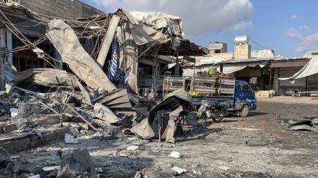 Ein Markt in Idlib ist bei einem Luftangriff komplett verwüstet worden.