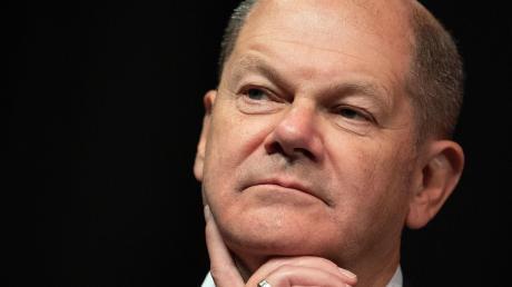 Blickt in eine ungewisse Zukunft: Bundesfinanzminister und Vizekanzler Olaf Scholz hat die Niederlage in der Mitgliederbefragung hart getroffen.