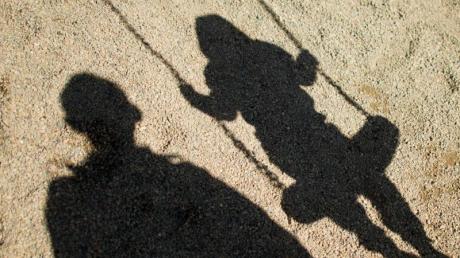 Im Kampf gegen Kindesmissbrauch bekommen die Ermittler nun mehr Rechte.