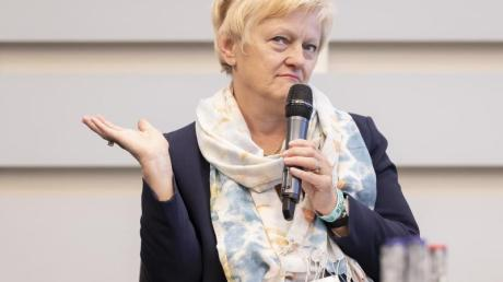 ImStreit um Online-Beschimpfungen hat Renate Künast vor Gericht einen Erfolg errungen.