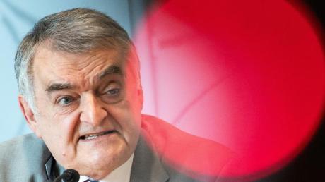 NRW-Innenminister Herbert Reul fordert eine teilweise Verdopplung der Strafen bei Kindesmissbrauch und Kinderpornografie.