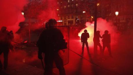 Bei den Demonstrationen gegen die geplante Rentenreform in Frankreich kam es zu Ausschreitungen.