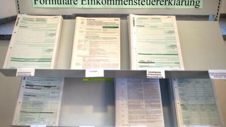 Formulare zur Einkommensteuererklärung im Dresdner Rathaus.