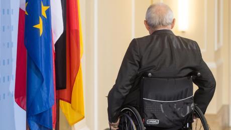 Wolfgang Schäuble sitzt seit einem Attentat auf ihn im Rollstuhl.