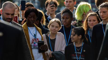 """Greta Thunberg auf dem Weg zum Kongressgelände in Madrid: """"Wir werden niemals aufhören"""", kündigte die 16-Jährige anhaltende Massenproteste an."""
