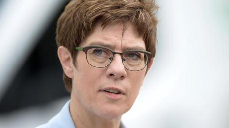 Annegret Kramp-Karrenbauer ist Vorsitzende der CDU und Bundesministerin für Verteidigung.