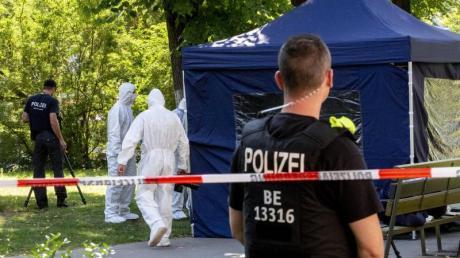 Spurensicherung am Tatort: Der 40 Jahre alte Georgier war im August in einem Berliner Park erschossen worden.