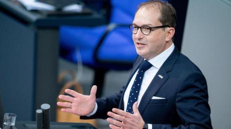 Gerät immer mehr unter Druck: Der frühere Bundesverkehrsminister Alexander Dobrindt.