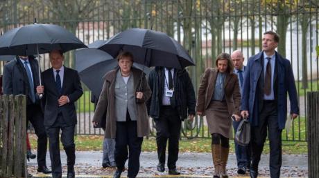 Das Bundeskabinett in Schloss Meseberg: Unter bestimmten Bedingungen haben Bundesminister bereits nach zwei Jahren Pensionsansprüche.