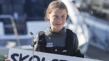Mit diesem Aufruf wurde sie weltberühmt: Greta Thunberg und ihr Banner mit der Aufschrift «Skolstrejk För Klimatet» (Schulstreik für das Klima).