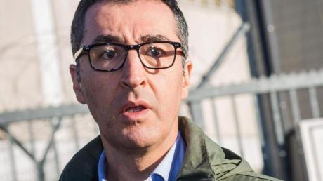 Der frühere Grünen-Parteichef Cem Özdemir ist erneut Ziel eines Angriffs geworden.