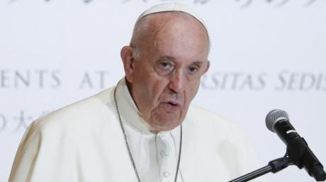 Papst Franziskus schafft das «päpstliche Geheimnis» im Fall von Missbrauch durch Priester ab.