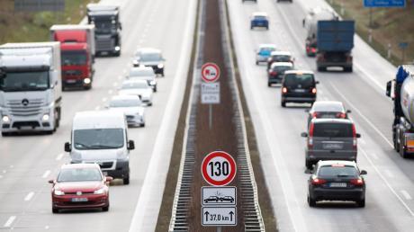 Die Große Koalition streitet erneut über ein Tempolimit auf Autobahnen. Auch Bayerns Politiker sind uneins.
