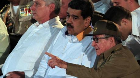 Miguel Diaz-Canel (l), Präsident von Kuba, Nicolas Maduro, Präsident von Venezuela, und Raul Castro, Erster Sekretär der Kommunistischen Partei Kubas, während eines Gipfels in Havanna.