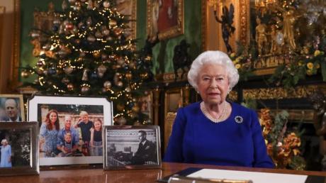 Die britische Königin Elizabeth II. während ihrer Weihnachtsansprache im Schloß Windsor.