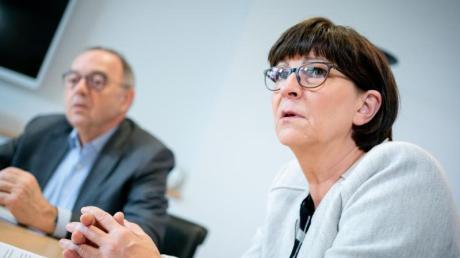 Die SPD-Vorsitzenden Norbert Walter-Borjans und Saskia Esken wollen einen anderen Umgang mit Kompromissen in der GroKo.