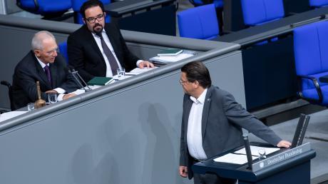 Bundestagspräsident Wolfgang Schäuble (CDU) ermahnt den AfD-Abgeordneten Stephan Brandner anlässlich der Debatte zu 70 Jahre Grundgesetz